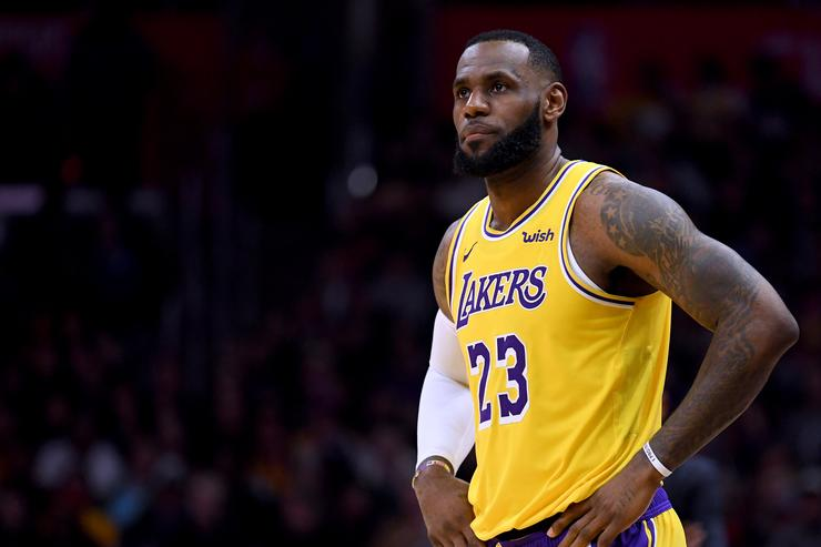b3f0db011b15 LeBron James Propels Lakers To Win Over Clippers In Return From ...