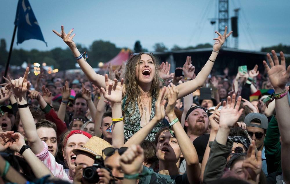 Crowd at Isle Of Wight Festival 2017. Credit: David Jensen / Alamy Stock Photo